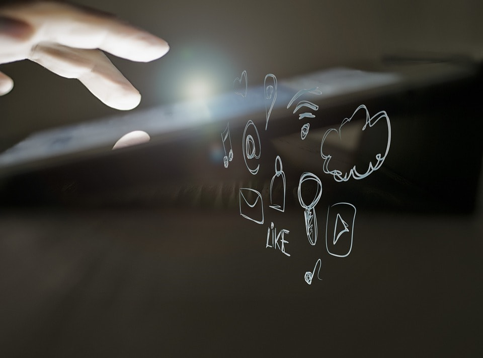 Comment diffuser le contenu multimédia de son smartphone vers ses objets connectés ?