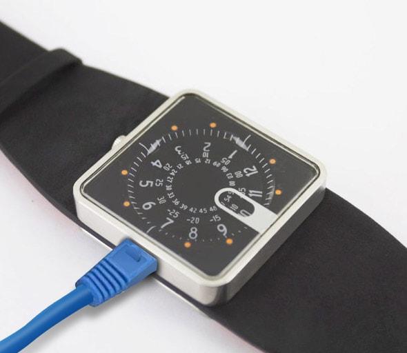 Lip lance la première montre connectée française en RJ45