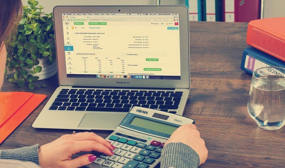 laptop calculatrice compta