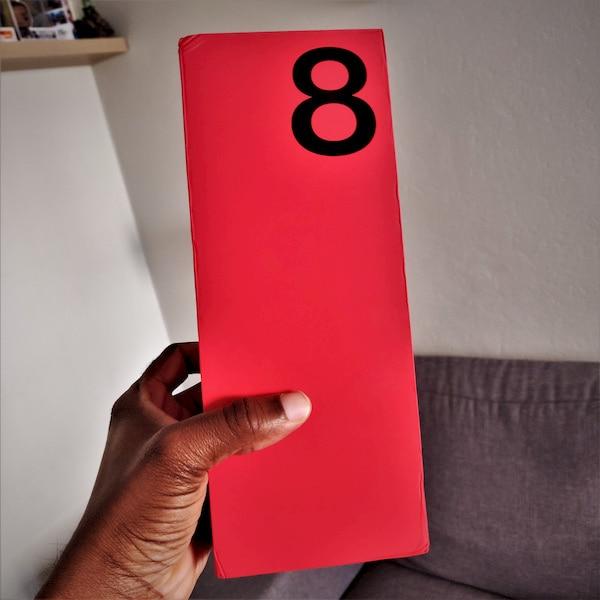 Box OnePlus 8